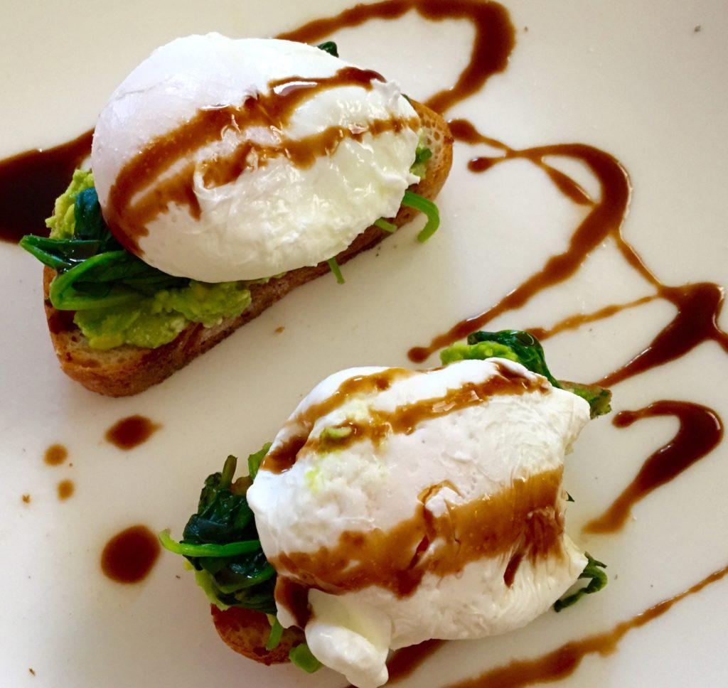 gesundes frühstück, gesundes frühstück rezepte, gesundes essen, zum Frühstück, Eei, Ei kochen, pochierte Eier, verlorene Eier, pochiertes Ei