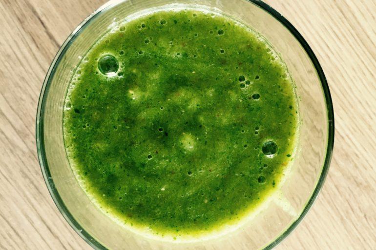 grüne smoothies, grüner smoothie spinat, rezept grüner smoothie, smoothie, smoothie rezepte, frühstück, gesundes frühstück, gesundes frühstück rezepte, gesundes essen, zum Frühstück, gesund frühstücken, frühstücksideen, rezept frühstück, frühstück rezepte, frühstücksrezepte