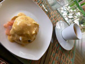 Eier benedict, eier benedikt, eier pochiert, ei benedikt, ei benedict mit lachs, frühstück, rezepte frühstück, frühstücksrezept, frühstücksidee