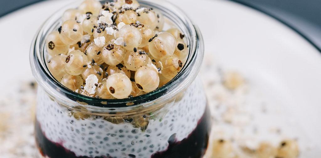 gesundes trendfr hst ck overnight oats mit chia. Black Bedroom Furniture Sets. Home Design Ideas