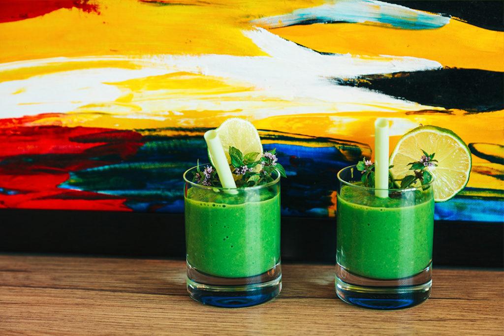 grüne smoothies, grüner smoothie spinat, rezept grüner smoothie, smoothie, smoothie rezepte, gesund frühstücken