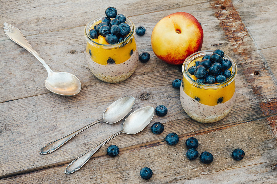 gesundes fr hst ck ber nacht overnight oats mit chia und mango. Black Bedroom Furniture Sets. Home Design Ideas
