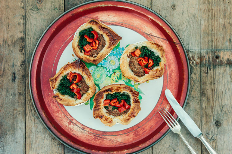 frühstücken Rezepte, schnelles Frühstück, einfaches Frühstück, Katerfrühstück, herzhaftes Frühstück, Herzhaft gefüllter Blätterteig, pikant gefüllter Blätterteig