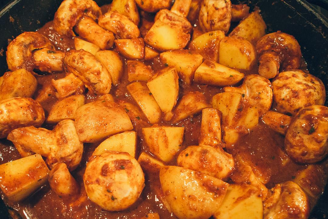 rezept curry kartoffeln mit spinat indisch vegetarisch sehr lecker. Black Bedroom Furniture Sets. Home Design Ideas