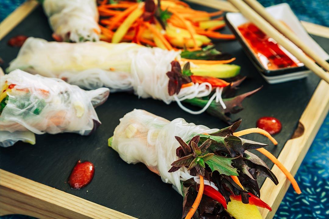 sommerrollen rezept, sommerrollen dip, vietnamesische sommerrollen, frühlingsrollen, sommerrollen vegan, sommerrollen vegetarisch, sommerrollen sauce