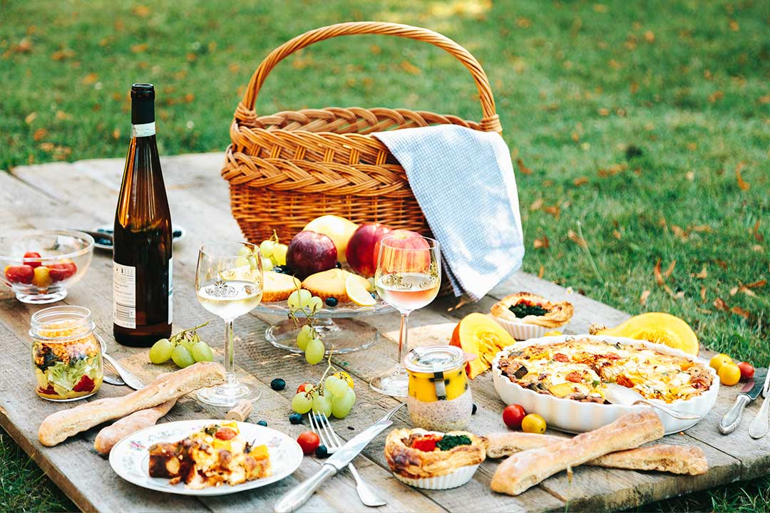 8 picknick rezepte bevor der sommer geht und der herbst beginnt. Black Bedroom Furniture Sets. Home Design Ideas