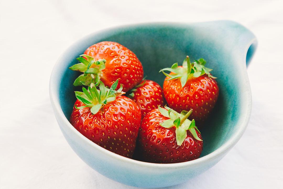 erdbeeren, erdbeeren kalorien, erdbeeren inhaltsstoffe, erdbeeren rezepte, erdbeeren kaufen, erdbeere nuss, erdbeere inhaltsstoffe, erdbeersorten, erdbeeren obst oder gemüse,