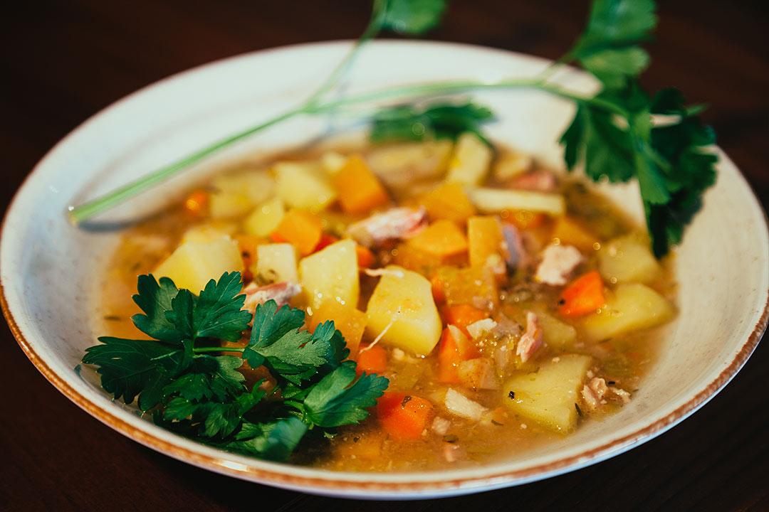 slow cooker wie man eine suppe fast ohne rezept im schongarer kocht. Black Bedroom Furniture Sets. Home Design Ideas