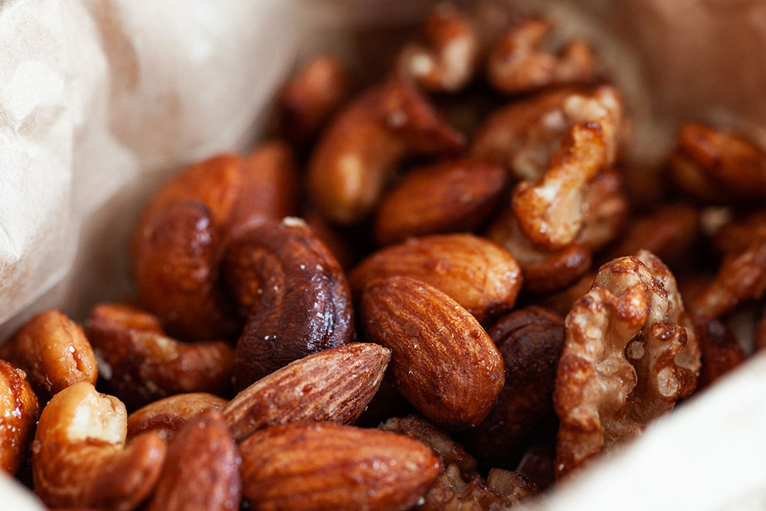 nuss, nüsse, mandel nuss, mandel, nuss mix, gebrannte mandeln, gebrannte mandel rezept, mandeln selber machen, cashews gesund, walnüsse, walnuss rezepte, walnuss gesund, mandeln, snack, snack rezepte, snack ideen, party snack, gesunder snack, low carb snack, low carb