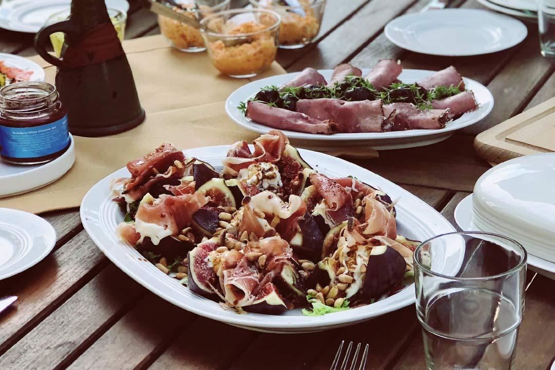 wie isst man feigen, feigen rezept, feigen verarbeiten, feigen essen, rezept feigen, frische feigen, feigen rezepte, feige, feigen salat, feigen essen mit schale, rezepte mit feigen, feigen saison
