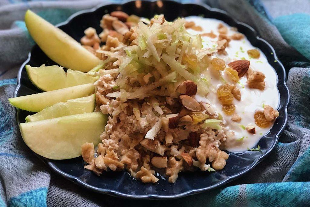 bircher müsli, rezept bircher müsli, bircher müsli selber machen, bircher müsli original, bircher müsli rezeptwelt, bircher müsli joghurt, bircher müsli gesund, apfel, apfel rezepte, geriebener apfel, frühstück, rezept haferflocken, frühstück haferflocken