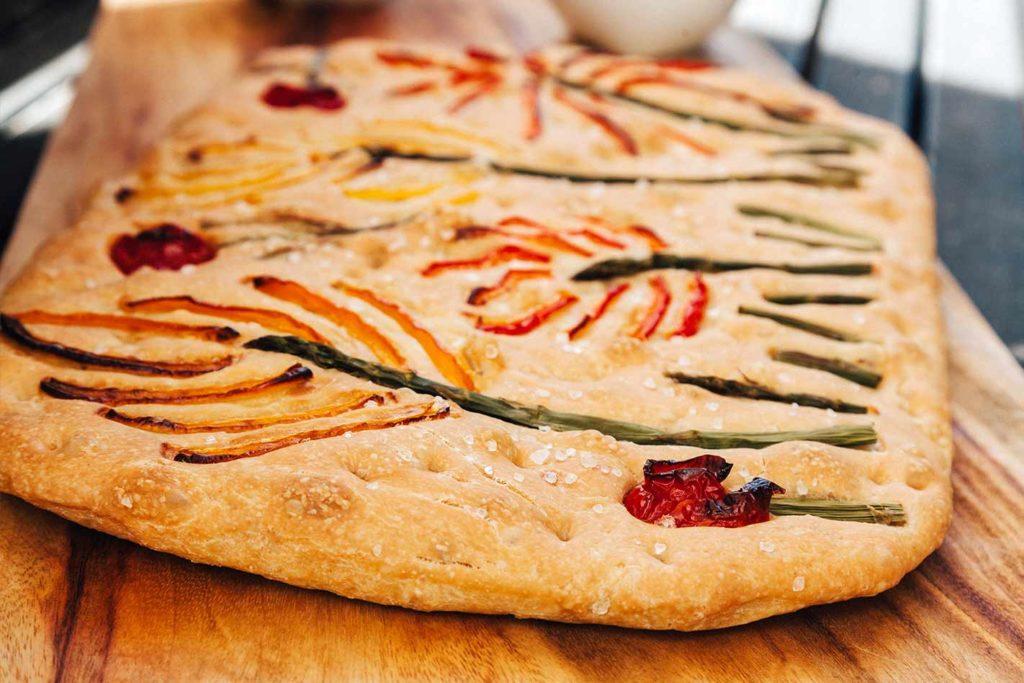 Focaccia-Rezept und Bread-Art - Tipps, Tricks und Ideen für die Gestaltung, Focaccia Teig, Focaccia backen, Focaccia Landschaften