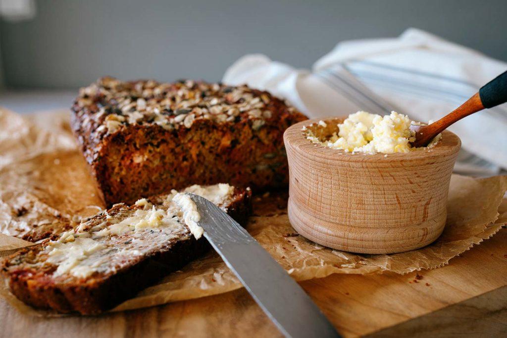 Haferflocken-Vollkorn Brot mit Roter Bete
