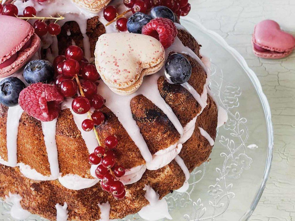 Die Erdbeersahne für den Mandelkuchen ist speziell für meine Mum