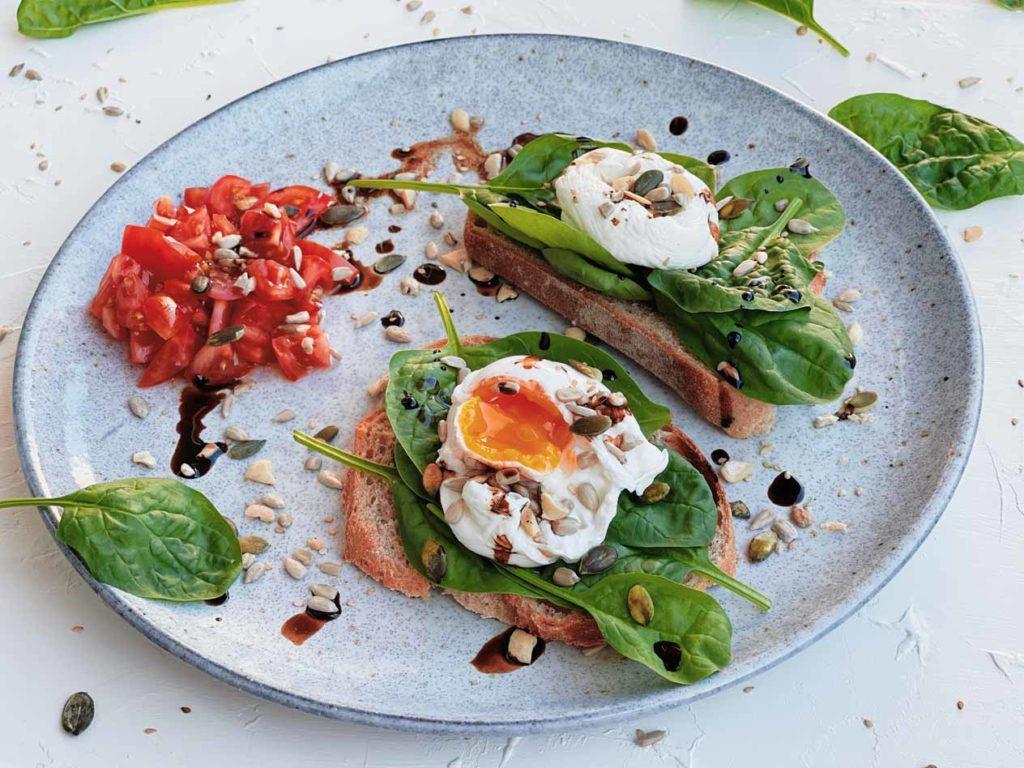 Einfacher Tomatensalat für ein leckeres Frühstück