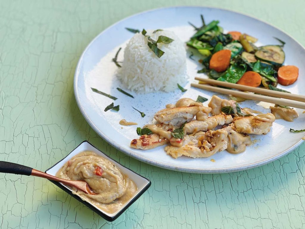 Huhn in Erdnusssoße - lecker, asiatische Küche
