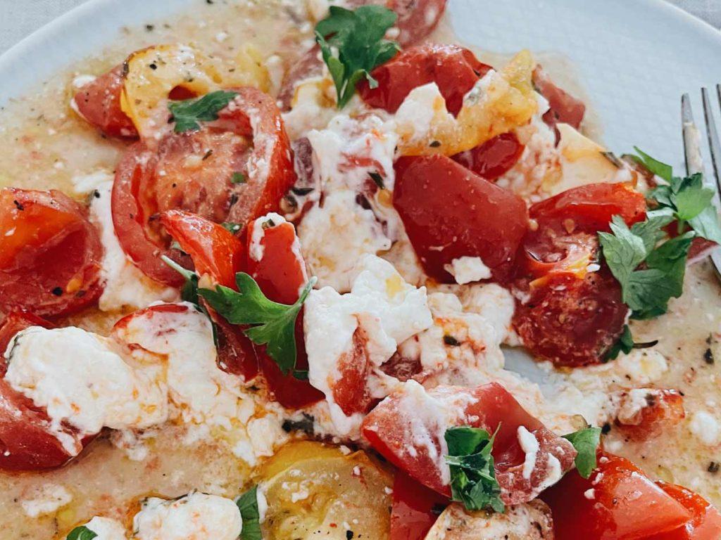 Low Carb Frühstück: Feta-Tomaten-Frühstücksauflauf