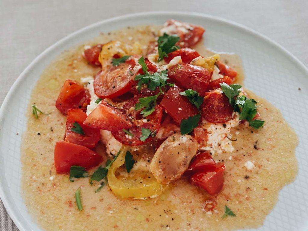 Schneller Auflauf zum Frühstück mit Feta und Tomaten