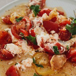 low carb frühstücksidee mit Feta und Tomaten